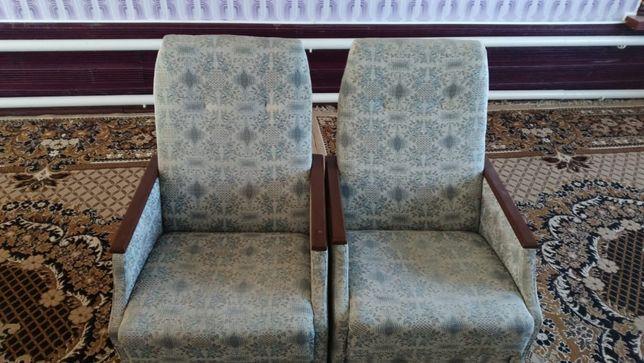 Два кресла в отличном состоянии после перетяжки