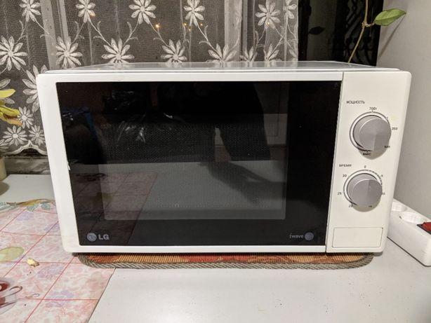 Микроволновка LG MS2022D