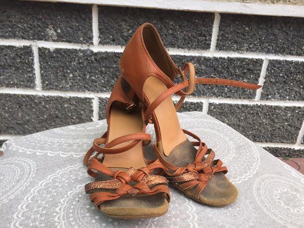 Туфлі бальні танцювальні