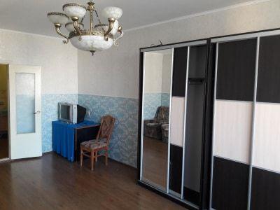 Сдам хорошую комнату на  Дарницкой площади