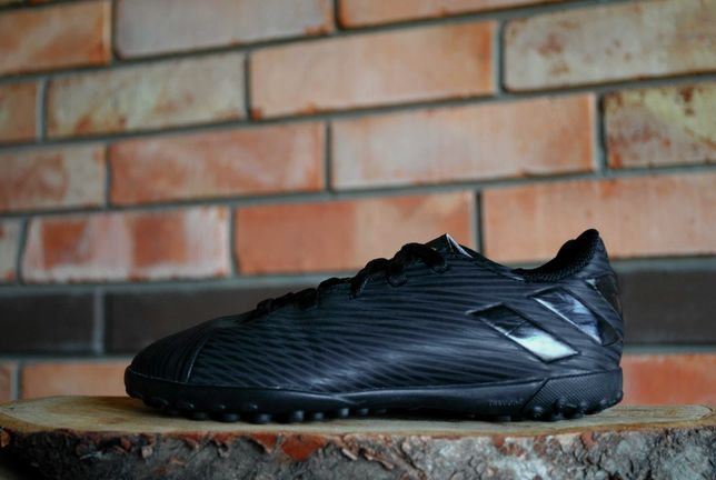 Оригинальные сороконожки Adidas Nemeziz размер 30..5