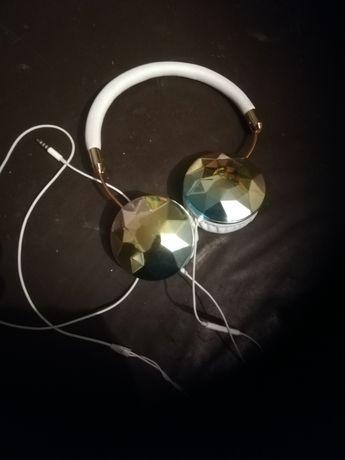 Słuchawki białe nauszne