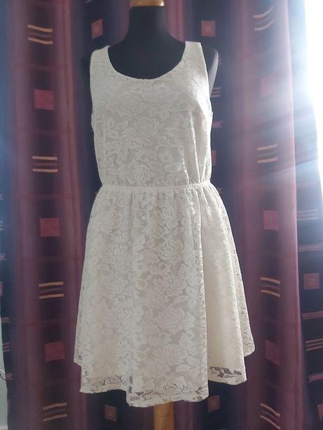 Zjawiskowa sukienka kremowa koronka 38