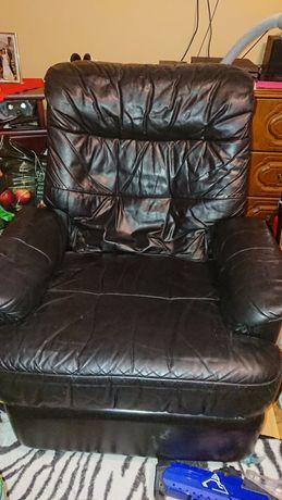 Skórzany fotel rozkładany czarny