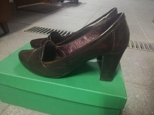 Sapatos castanhos em pele, salto alto - 38