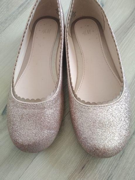 Туфлі, балетки.