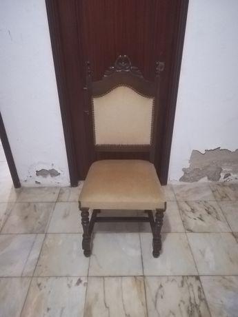 Cadeiras em muito bom estado.