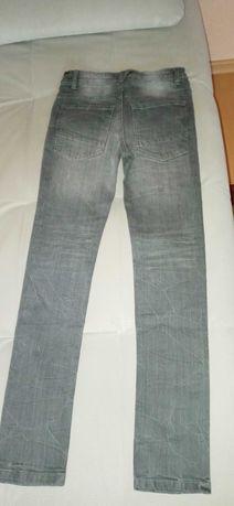 Spodnie dziewczęce jeansowe rozm 146