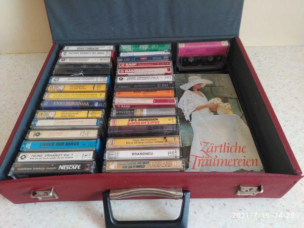 Kasety magnetofonowe w walizce