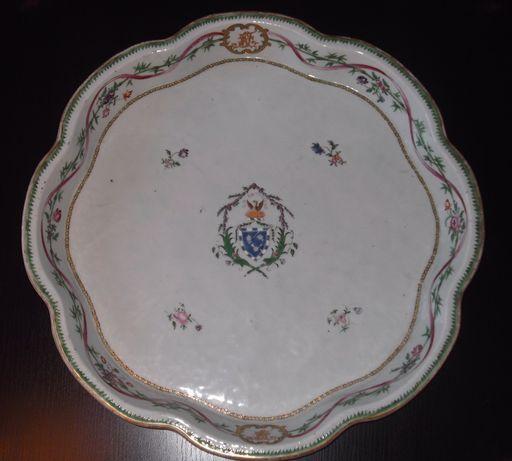 Tabuleiro de porcelana chinesa da Companhia das Índias