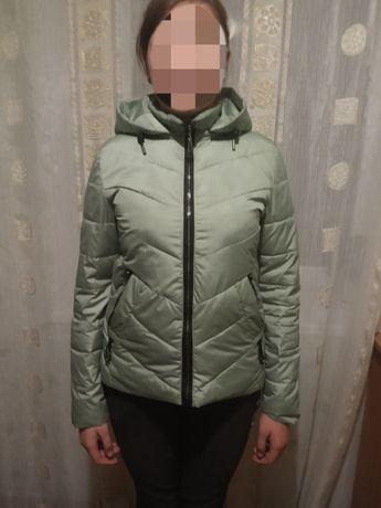 Продам женскую осеннюю куртку