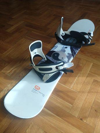 Deska snowboardowa Escape Downtown 125 + wiązania