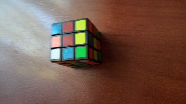 Маленький кубик рубик