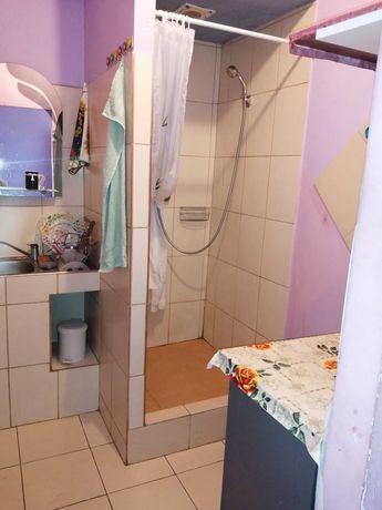 Pokój z łazienką i mini aneksem kuchennym