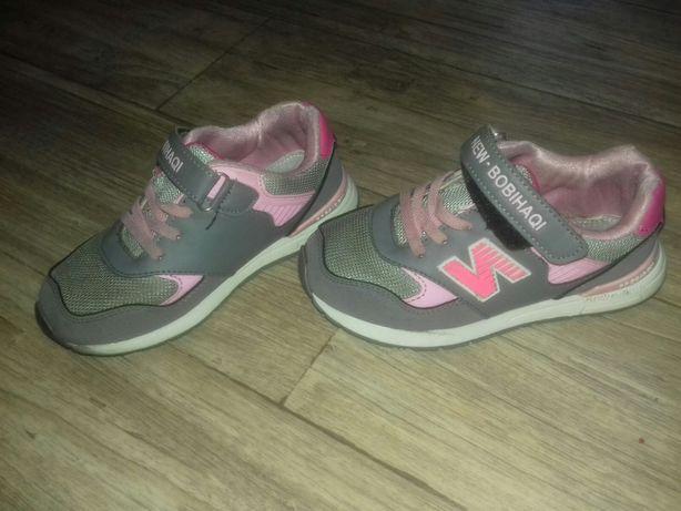 Удобные стильные кроссовки для девочки