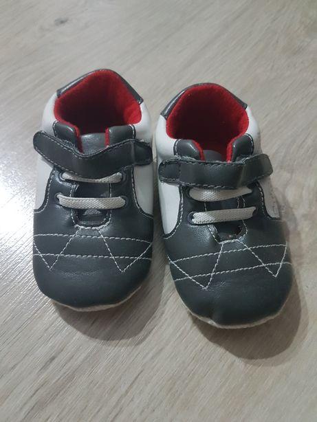 Niechodki cocodrillo buty niemowlęce 15 zł jedna para