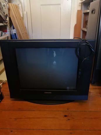 televisao com muito pouco uso