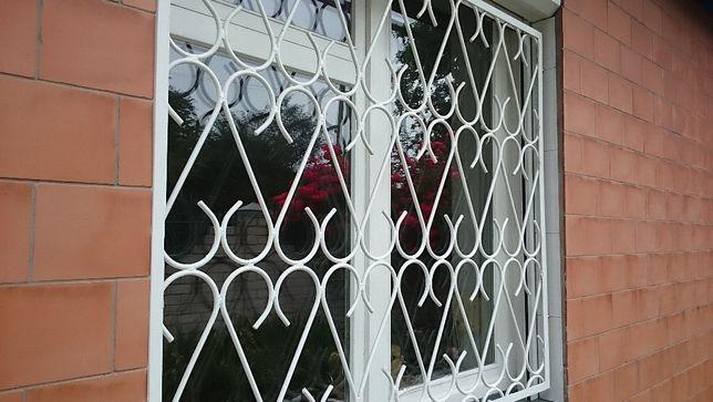 Решетка на окно металл красивая крашеная отличное состояние