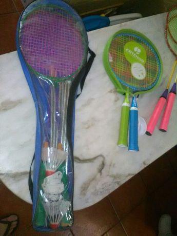 Conjunto de Raquetes e Acessórios Diversos de Badminton