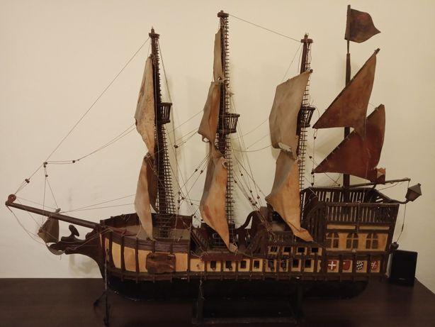 Statek duzy drewniany model
