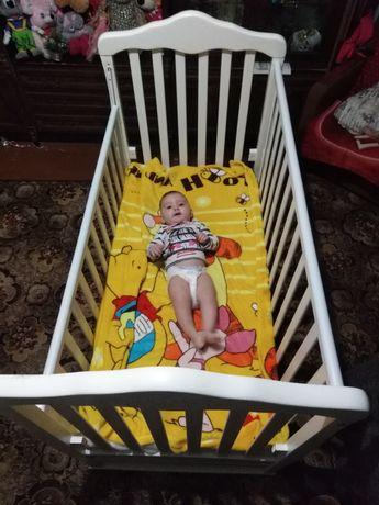 Детская беленькая кровать