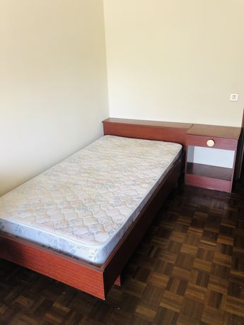 cama e mesinha de cabeceira muito baratas