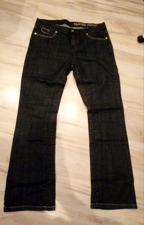 12. Czarne jeansy z podwójnym szwem wewnętrznym