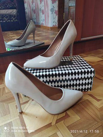 Продам туфлі 39 розмір.