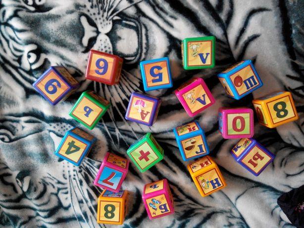 Кубики пластиковые - цифры и буквы