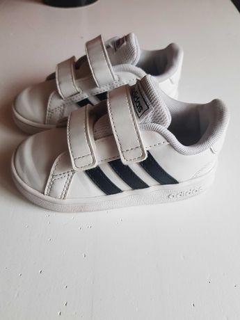 Buty dzieciece noszone 3 miesiace