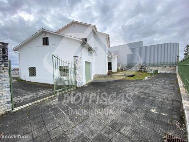 Moradia T4 em Touria, Leiria com garagem Box e logradouro