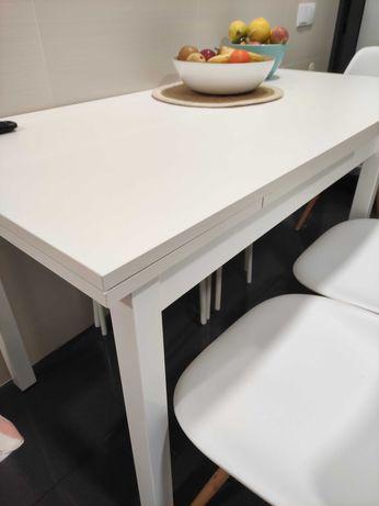 Mesa branca cozinha