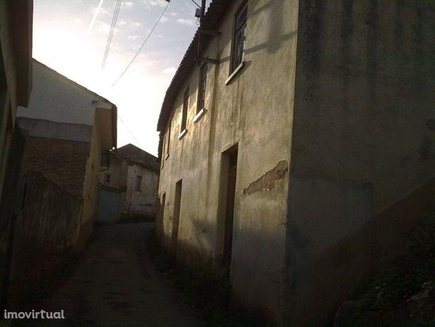 35.000 € - Casa antiga para restaurar em S. Frutuoso com ...