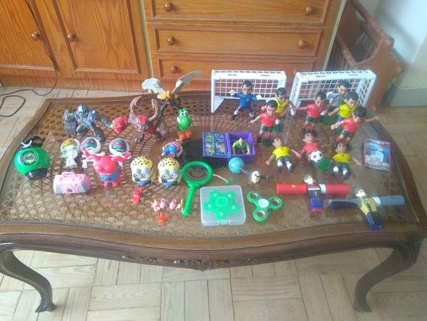 Lote de brinquedos aleatórios
