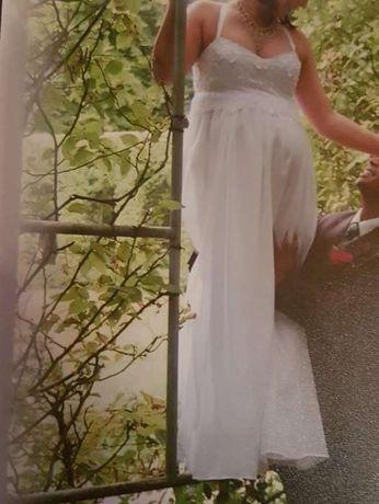 Suknia ślubna dla kobiety w zaawansowanej ciązy.