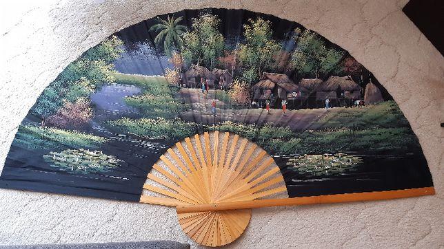 Ogromny wachlarz wietnamski recznie malowany 152 cm
