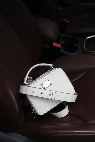 Сумка белая DKNY