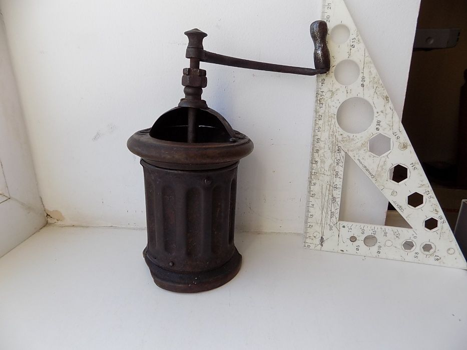 Кофемолка старинная дерево + металл Львов - изображение 1