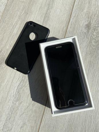Iphone 7 wraz z oryginalnym opakowaniem 32GB. Stan bardzo dobry etui