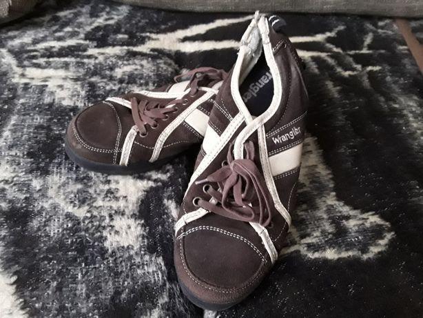 buty wrangler