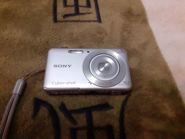 Sony Cyber -shot 16.1 Mega Pixels Zoom 5x + карта пам'яті 16 Гб