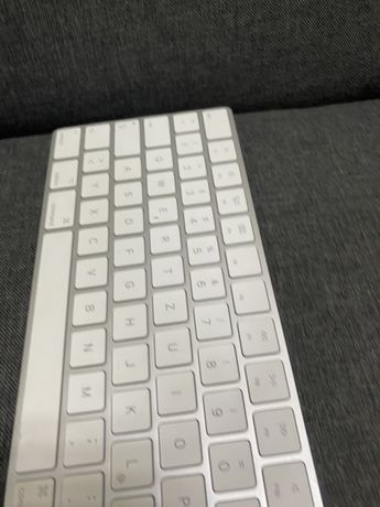 Продам клавиатуру  Apple A1843