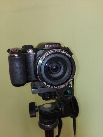 Fuji finepix S4500+ pokrowiec i akumulatorki z ładowarką