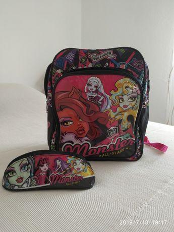 mochila, estojo e chapéu de chuva Monster High
