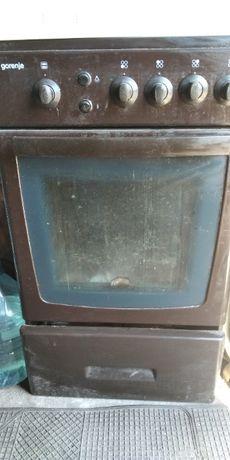 Продам печь за1,5 т кухонную вытяжку прямоугольная 2 двигателя