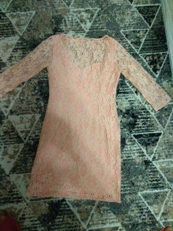 Sukienka koronkowa r. 40