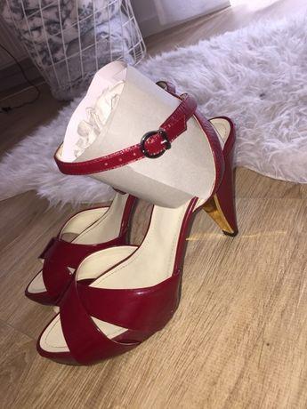 Czerwone lakierowane szpilki sandałki Monnari r. 41