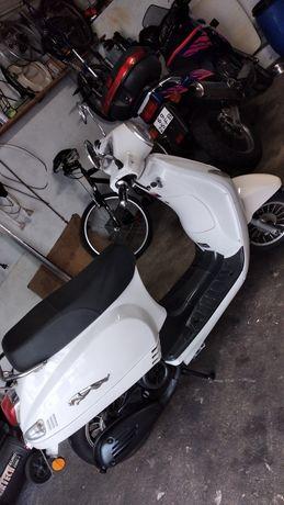 Scooter 125cc Ano 2017 /+ keewey boa 125c,c Valor fixo só esta semana.