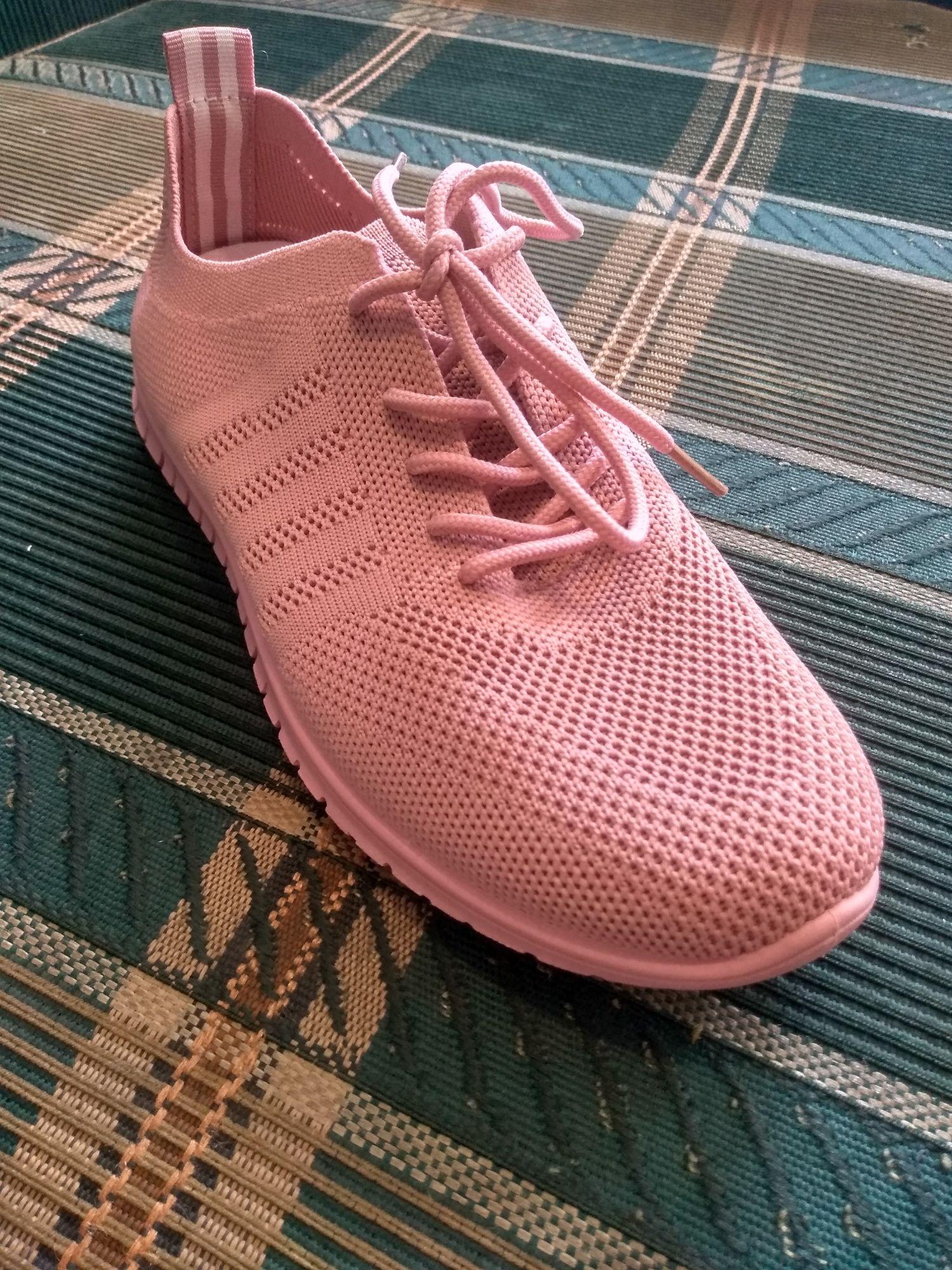 Кроссовки новые для лета.