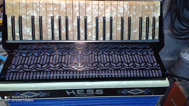 Akordeon Hess 120 basów 3 chóry basy 5